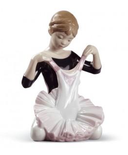 FIguras regalo de Lladró Figura Niña el Traje para el Debut